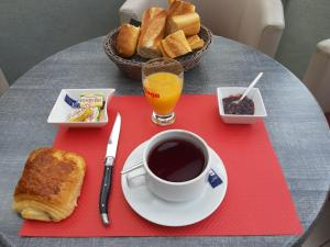Options de petit-déjeuner proposées aux clients de l'établissement Hôtel Duguesclin
