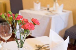 A restaurant or other place to eat at Weston Hall Hotel Sure Hotel Collection by Best Western