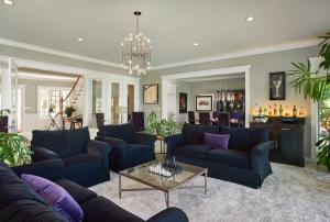 The lobby or reception area at Somerset - A Private Retreat