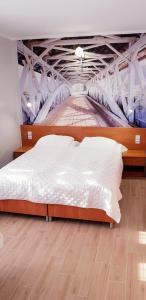 Łóżko lub łóżka w pokoju w obiekcie Willa-Restauracja Victoria