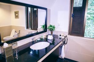 A bathroom at Mutiara Taman Negara Resort