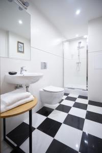A bathroom at Apartamenty Klasztorna 25