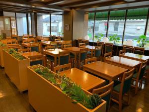 Restoran atau tempat makan lain di Hotel Route-Inn Toyama Ekimae