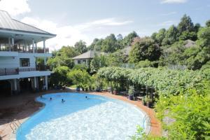 Tầm nhìn ra hồ bơi gần/tại Vela Phu Quoc Resort
