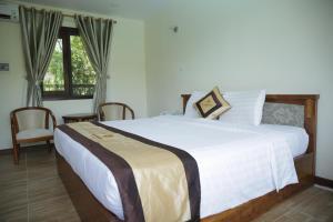Giường trong phòng chung tại Vela Phu Quoc Resort