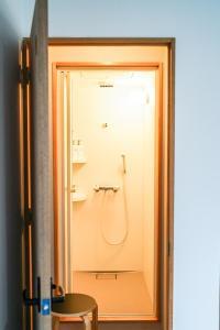 A bathroom at Arashima Hostel