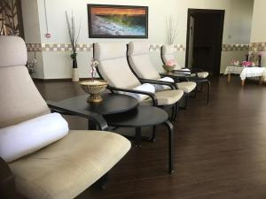 A seating area at Dead Sea Spa Hotel