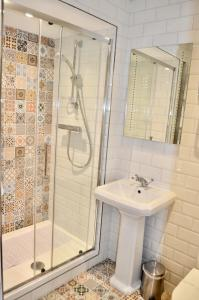 A bathroom at Georges Place