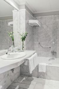 A bathroom at Parador de Ferrol