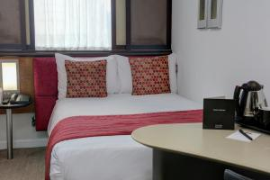 A bed or beds in a room at Corus Hyde Park Hotel