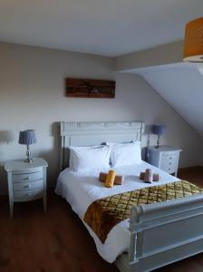 A bed or beds in a room at Dulrush Lodge Guest House and Self Catering