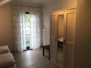 Кровать или кровати в номере Hotel-Pension zum Paradies