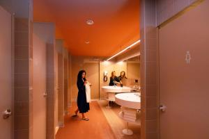 Een badkamer bij CityHub Rotterdam