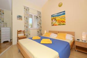 A bed or beds in a room at Haus Mediterrane 2