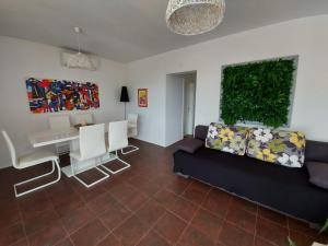 A seating area at Apartments Coral of Dubrovnik