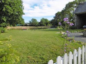 A garden outside La Bicyclette Bleue