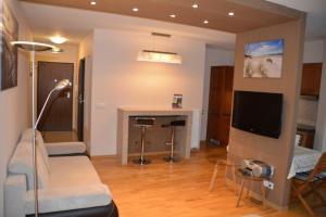 Telewizja i/lub zestaw kina domowego w obiekcie Apartament 40 Sun & Rain Villa Nord