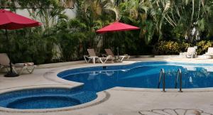Бассейн в Ramada by Wyndham Cancun City или поблизости