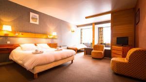 Een bed of bedden in een kamer bij Mountainhotel Saint Roch