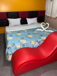 A bed or beds in a room at Manantail Hotel No.003