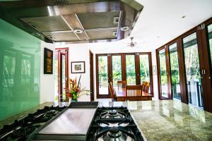 A kitchen or kitchenette at Sanctuary Palm Cove