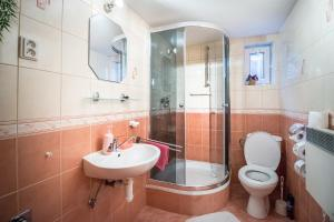 A bathroom at Apartmány Tamír