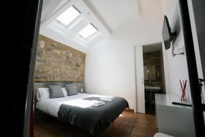 A bed or beds in a room at La Albacara