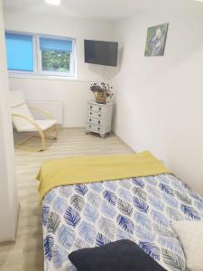 A bed or beds in a room at Apartamenty Parkowa