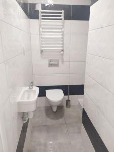 A bathroom at Apartamenty Parkowa