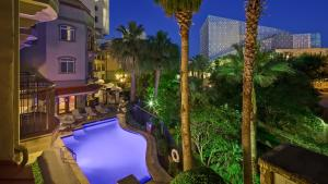 A view of the pool at Hotel Indigo San Antonio Riverwalk, an IHG Hotel or nearby