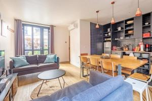 The lounge or bar area at Lofts Chemin Vert