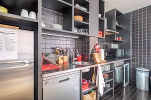 A kitchen or kitchenette at Lofts Chemin Vert