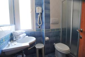 A bathroom at Residence Hotel Panoramic