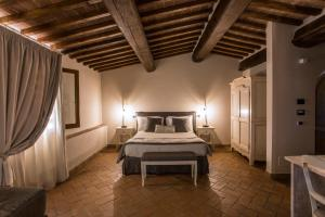 A bed or beds in a room at Agriturismo Mormoraia