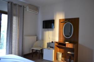 Μια τηλεόραση ή/και κέντρο ψυχαγωγίας στο Hotel Agistro