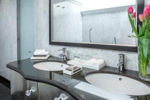 Ein Badezimmer in der Unterkunft InterContinental Porto - Palacio das Cardosas, an IHG Hotel