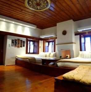 A bed or beds in a room at Astraka Guesthouse I