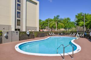 The swimming pool at or close to Hampton Inn Closest to Universal Orlando