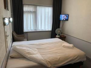 Een bed of bedden in een kamer bij Amadeus Hotel