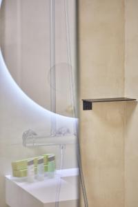 A bathroom at Silken Río Santander