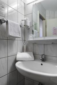 A bathroom at Motel Drei König- Ihr Transithotel