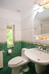 A bathroom at Hotel Bastion