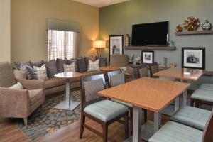 A seating area at Hampton Inn Closest to Universal Orlando
