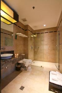 A bathroom at Two Seasons Boracay Resort
