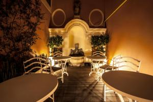 A restaurant or other place to eat at DOM Hotel Roma - Preferred Hotels & Resorts