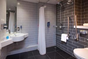 A bathroom at Holiday Inn Express Cardiff Bay, an IHG Hotel