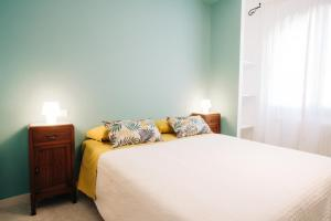 A bed or beds in a room at B&B Sa Cruxitta