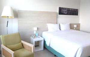 A bed or beds in a room at Mercure Salvador Rio Vermelho