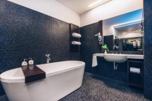 A bathroom at Iberostar Grand Budapest
