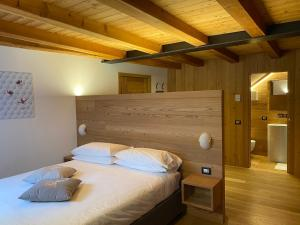 A bed or beds in a room at Hotel Centrale